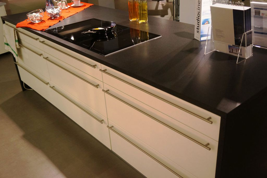 nobilia lux 555 lack wei hg einbauk che musterk m bel. Black Bedroom Furniture Sets. Home Design Ideas
